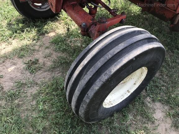 International Harvester 886 - Grossenburg Implement